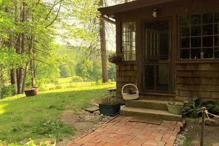 Peaceful and Authentic Berkshire Retreat - Great Barrington