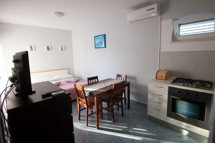 Studio apartment in Vrsi mulo-Zadar