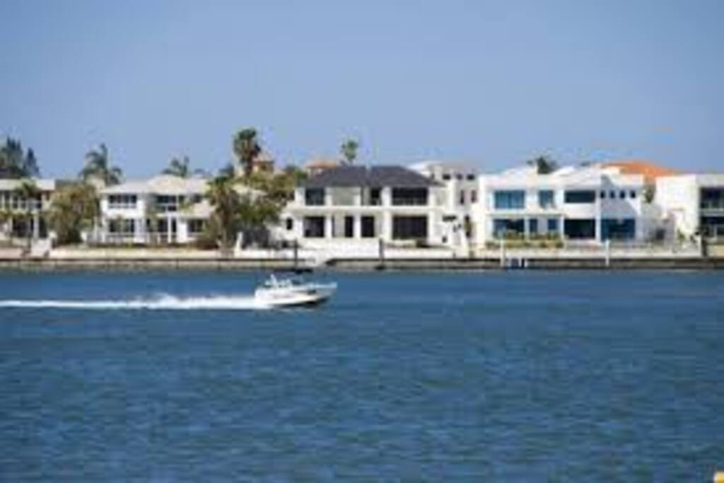 Great for boating with a boat ramp 1minute away. Also lovely view of the exclusive Sovereign Island.