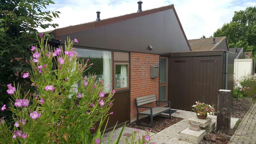 Zonnig huisje aan de dijk - Warmenhuizen - Huoneisto