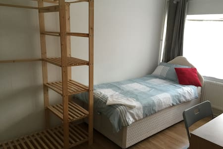 Ensuite Single Elstree Borehamwood - Borehamwood