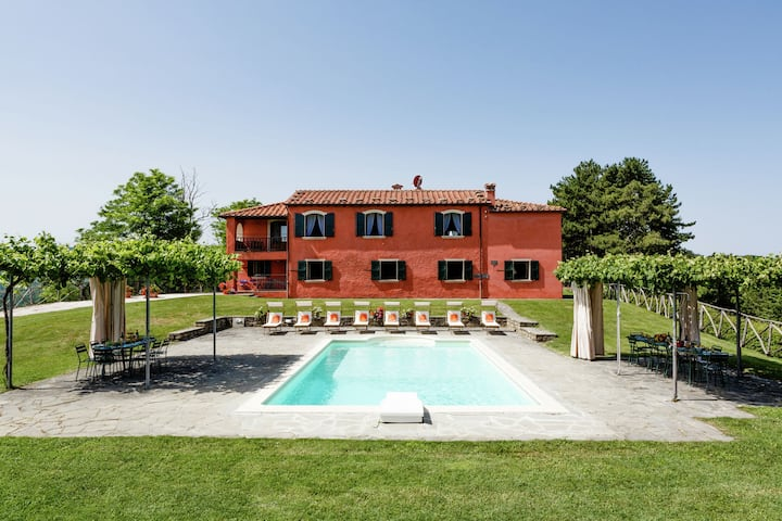 Luxurious Villa in Tredozio with Swimming Pool