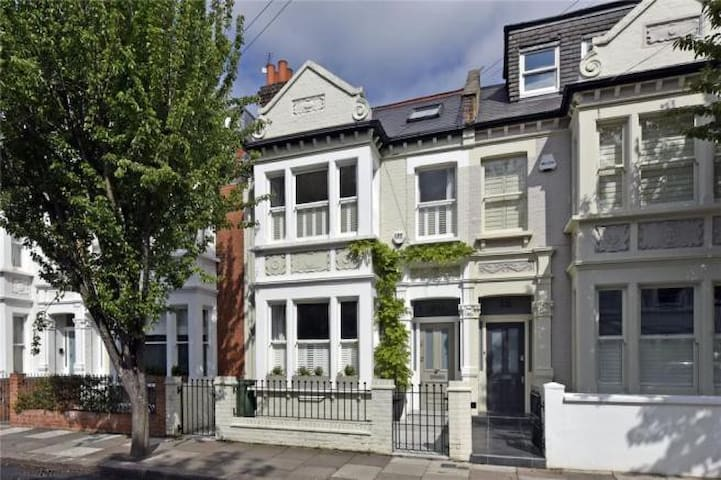 Victorian home in Parsons Green - London - House
