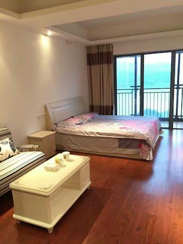 桐庐最好的江景房,直接看到桐君山下富春江 - 杭州市 - Apartment