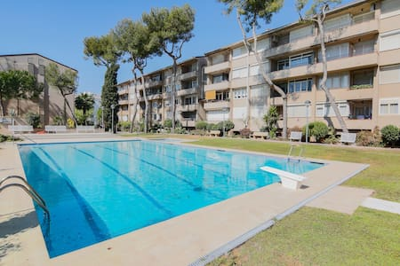 Apartment with pool on the beach of Vilanova G