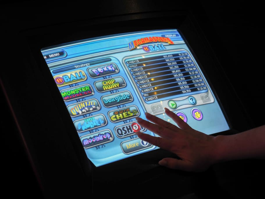 Play card games and puzzles on this touch screen machine anytime of the day or night!