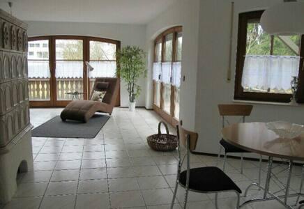Zimmer in gemütlicher Wohnung - Villingen-Schwenningen - Apartament