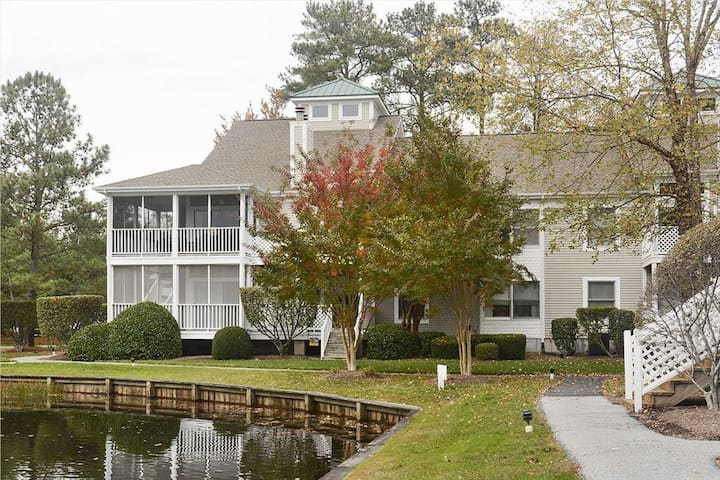 Large pond side condo with POOL - Bethany Beach - Apto. en complejo residencial