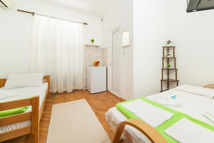 Astera triple rooms with bathroom and terrace