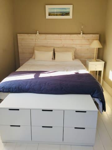 Chambre «sable» Lit 160.