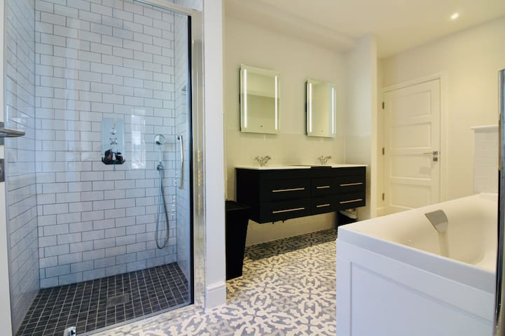 Ground floor bathroom - en-suite to double front bedroom and also accessible from hallway for other 3 bedrooms