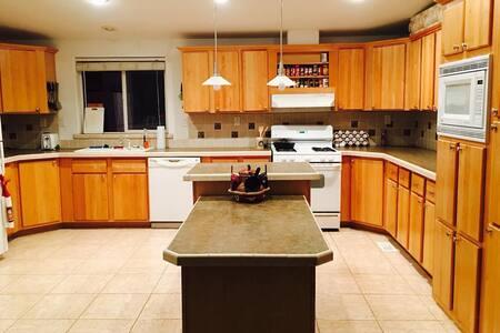 3 bedroom house + 40 acres! pets ok - Paynes Creek