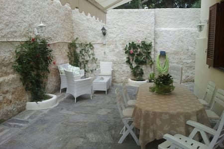 Elegant apartment & garden in Ischia Porto - Apartment