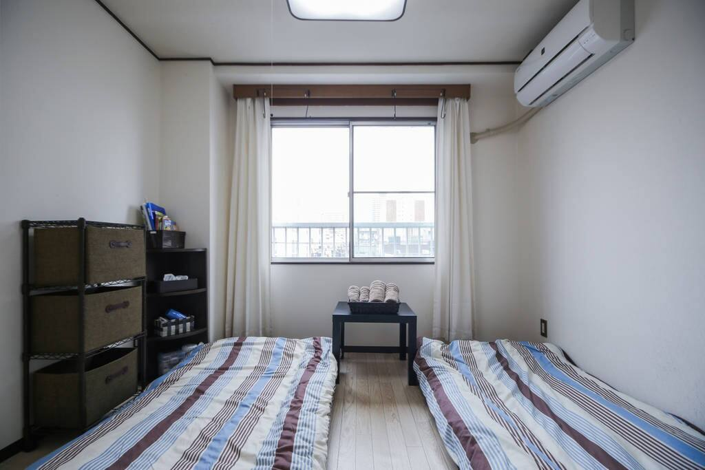 Guest room②. 2 bed sets(Futon with Pad). The room on the 4th floor without elevator. 客人房间(2人用的时)。在4楼没有电梯。