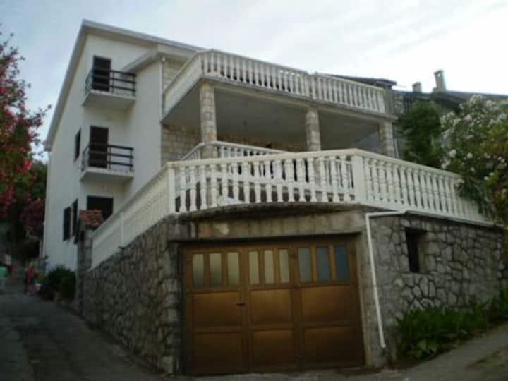 Krasici, 5bed Apartment garden view