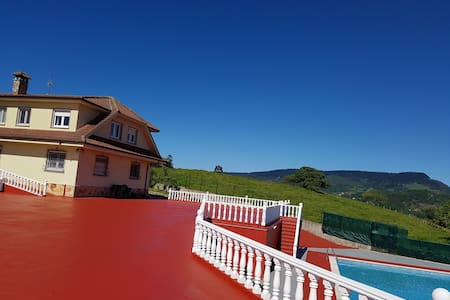 Villa para 16 personas a 15km playa - Muño