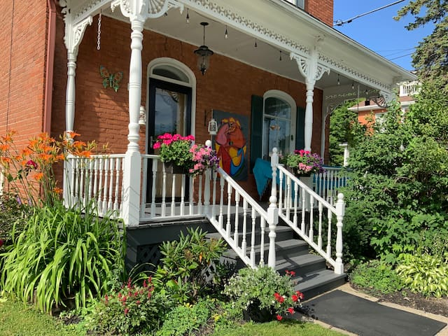 2 bedrooms Vankleek Hill halfway Montreal -Ottawa