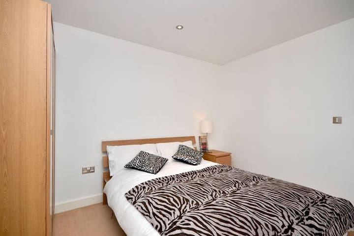Modern Excel Warehouse 1 Bed Flat - London