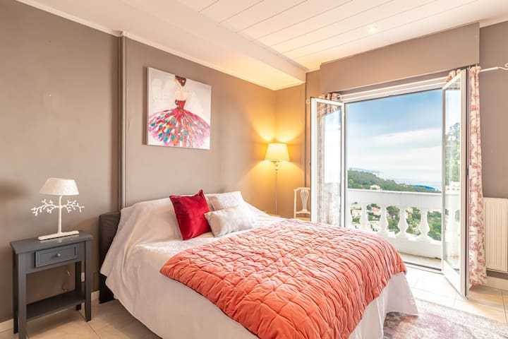 Spacious and warm bedroom with view on the sea