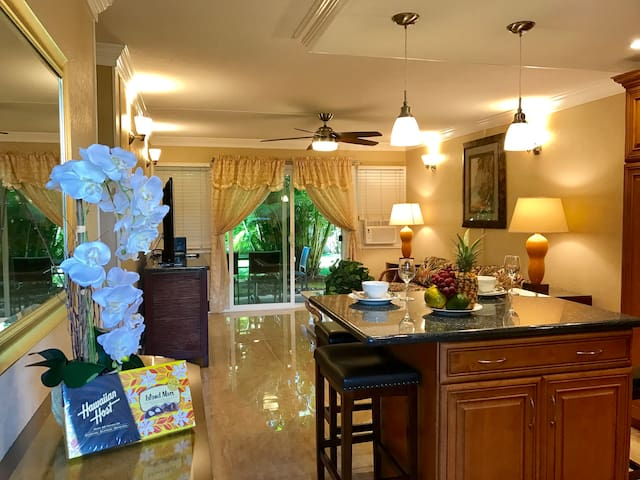 Lahaina Town, 2BR/1B condo, Beautiful renovated!