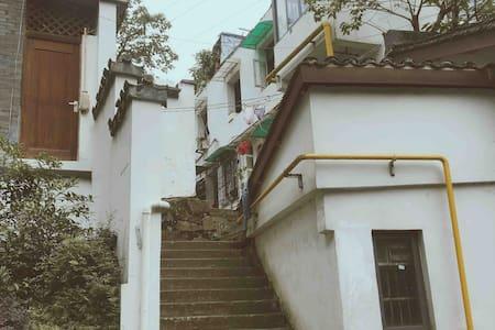 野宿|山坡上的家 南宋皇城凤凰山下的复古民居  老杭州的绝版市井地图与巷口美食 改造中 六月盲定特价
