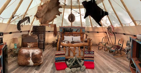 Lakota Luxury Tipi - Fox Pass Cabins