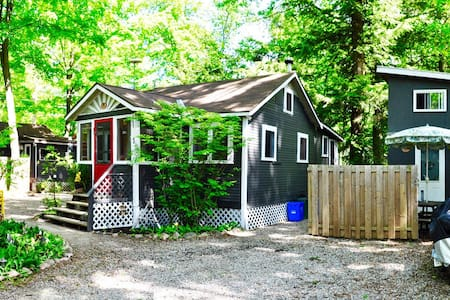 2 cottages + loft bunky -BALM BEACH - Tiny - Kabin