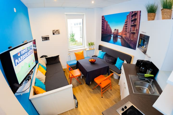 Perfect for groups (up to 5) Reeperbahn | Harbor