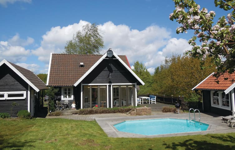 Holiday cottage with 3 bedrooms on 80m² in Simrishamn