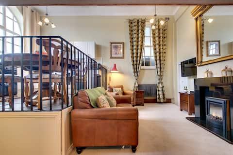 Carnegie Library:   Bronte Apartment  1 bedroom