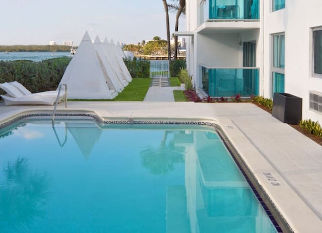 Monthly rental 2/2 steps away from the beach