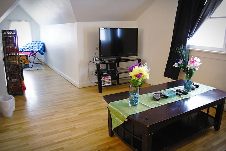 A view of the living room with the TV and nook.