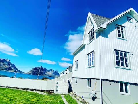 Reinehuset- beautiful home in Reine, Moskenes