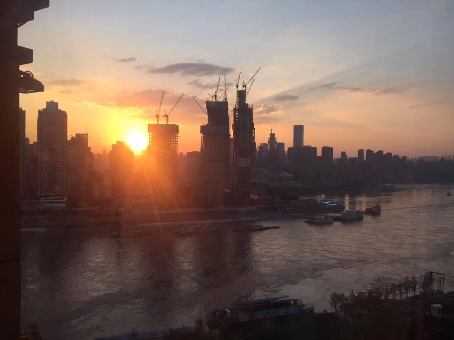 阳台实拍~阳光明媚的清晨