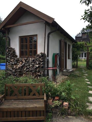 Gartenhaus Refugium, Gartendusche, Campingklo