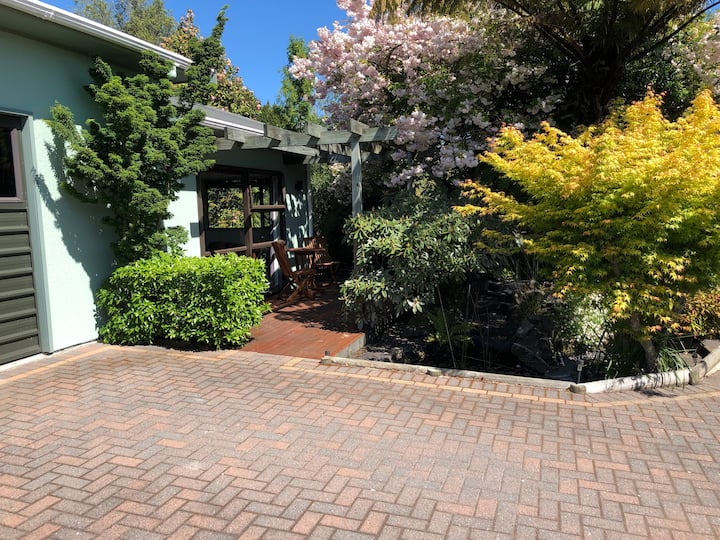 Private Homely Rotorua Retreat! (Self Contained)
