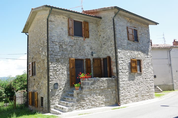 Stone farmhouse in Tuscany close to Saturnia Spa - Cellena - Maison