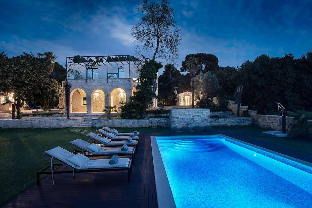 Charming villa with heated pool