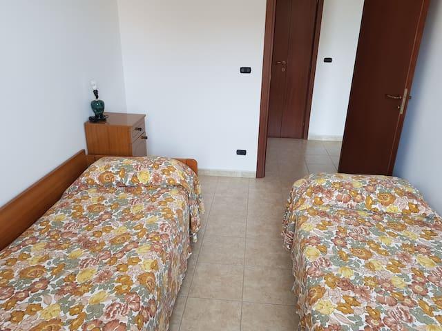 2° stanza da letto con due letti