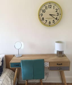 *new* King size bed/Apple TV - Stockport