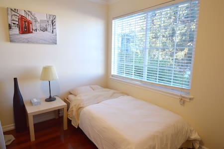 133bed3 Single Bed Space in Large House near SFO