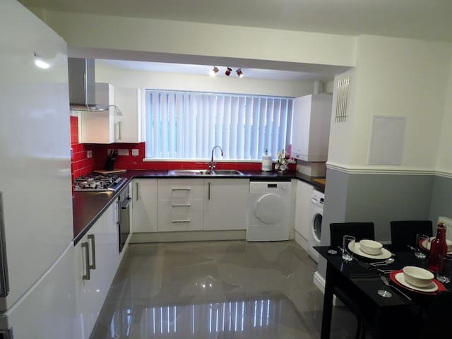 Luxury 5 Bed/4 Bath House nr BHX/NEC/ResortWorld - Birmingham - Rumah