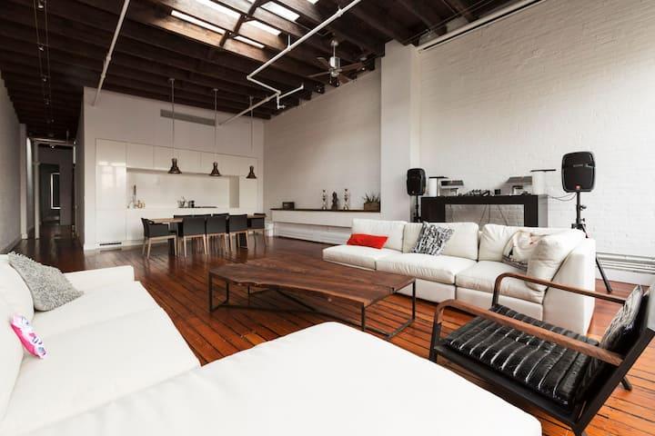 Dreamlike Soho loft and rooftop