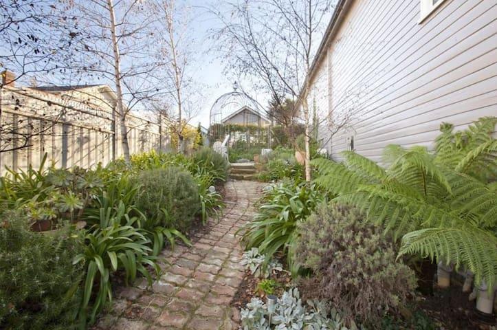 Secret Garden - A hideaway close to town