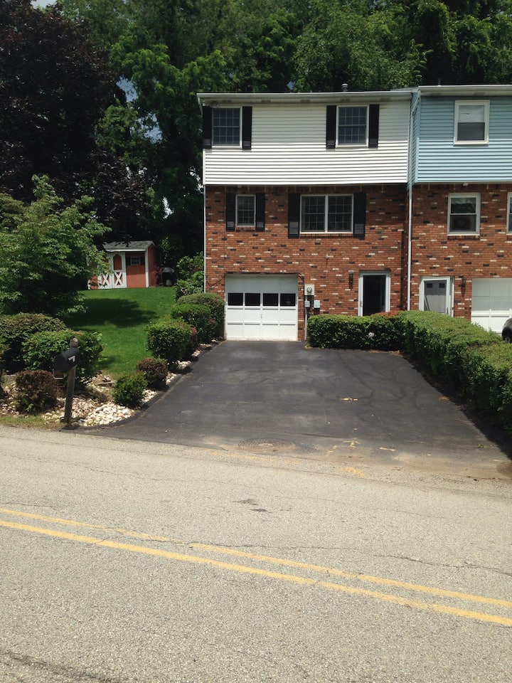 Nice townhouse in North Huntington Pa.