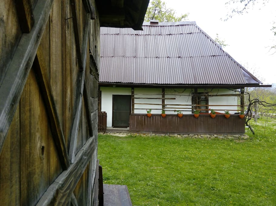 Traditional house in maramures transylvania houses for rent in sindresti jude ul maramure - Houses maramures wood ...
