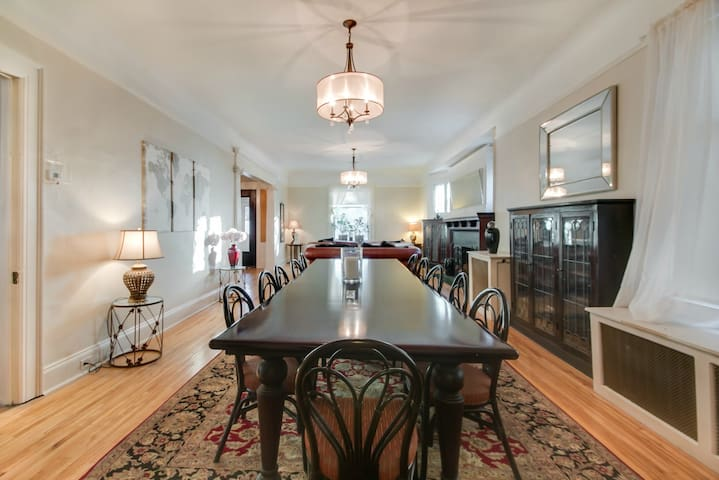 4 LARGER LUXURY BRS AND 3BAS ON 2ND FLOOR, GR8 LCT - Minneapolis