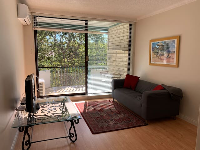 Mortdale comfort home with a view, 20 mins to CBD