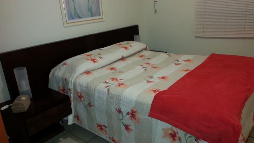 Quarto 1 (suite) / Bedroom 1 (suite)