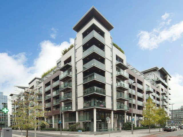 Superb, modern, south facing one bedroom apartment